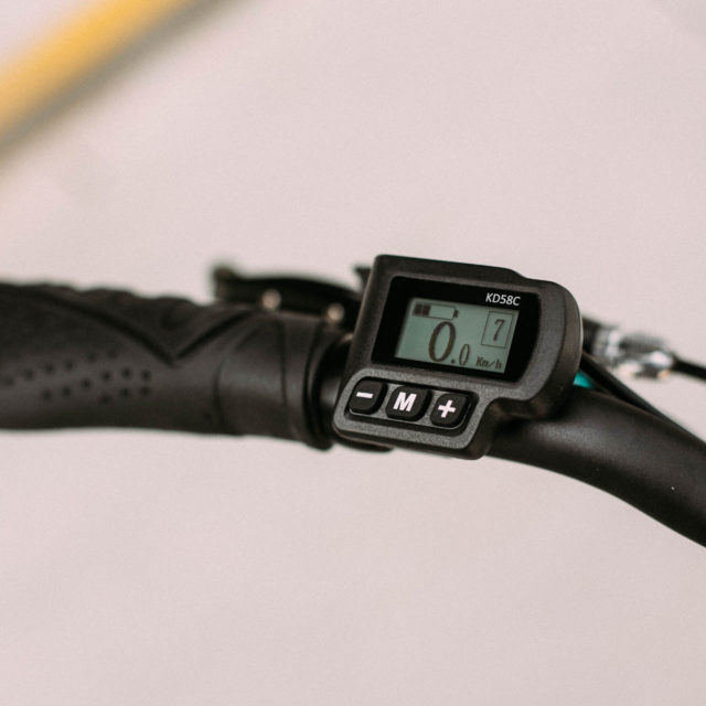 Glavne funkcije kolesa lahko upravljate preko potovalnega računalnika s sistemom S-BIKES iQ.